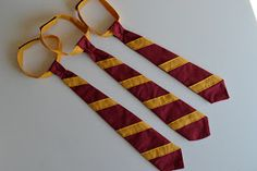 Harry Potter Costume The Secret Stitch Club: DIY Hermione Granger costume Need to make this for Halloween Magie Harry Potter, Harry Potter Tie, Harry Potter Glasses, Theme Harry Potter, Harry Potter Cosplay, Harry Potter Birthday, Harry Potter Halloween, Hermione Granger Costume, Hermione Cosplay