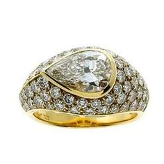 Magnificent Bulgari Pear Diamond gold Ring