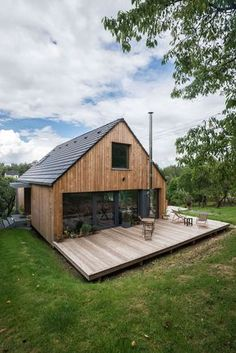exterior finish, porch on the back, terrace with outline - Modern Casas Containers, Pole Barn Homes, Shed Homes, House In The Woods, Future House, Modern Farmhouse, Modern Barn, Farmhouse Design, Building A House