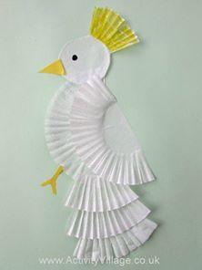 """""""Ötlet Madarak és fák napjára - egyszerűen, muffin papírból: http://www.activityvillage.co.uk/cupcake-case-collage-cockatoo"""""""