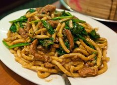 Shanghai noodles, some of the best with some tweaks. Shanghai Noodles, Shanghai Food, Singapore Food, Chinese Dinner, Chinese Food, Chinese Menu, Japanese Food, Easy Weekday Meals, Asian Food Recipes