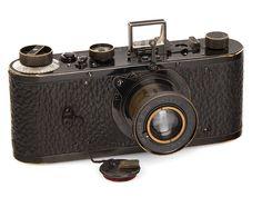 オーストリアのウィーンで3月10日に行われた第32回ヴェストリヒト・カメラオークションで、カメラとして世界最高額となる240万ユーロ(およそ3億1,500万円)の落札が行われた。