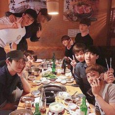 Find images and videos about kpop, exo and baekhyun on We Heart It - the app to get lost in what you love. Kaisoo, Chanyeol Baekhyun, Park Chanyeol, Exo Ot9, Kpop Exo, K Pop, Exo Group Photo, Exo Lockscreen, Kim Minseok