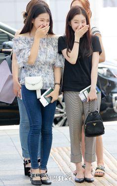 Yeri and Irene Kpop Fashion, Korean Fashion, Girl Fashion, Fashion Outfits, Womens Fashion, Airport Fashion, Park Sooyoung, Seulgi, Look 2018