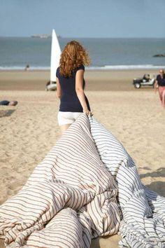 Linen blanket on the beach BelgianHuis.com