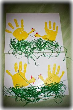carterie, pergamano et tableaux - Page 26 Poule peinture main: Easter Crafts For Kids, Toddler Crafts, Crafts To Do, Preschool Crafts, Diy For Kids, Spring Art, Spring Crafts, Footprint Art, Easter Art