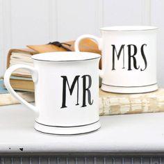 Eνα πολύ ιδιαίτερο δωρο για κάθε newly wed ζευγάρι! Ασπρόμαυρες κεραμικές  κούπες με τυπωμα Mr Mrs 3d7bf252b3b