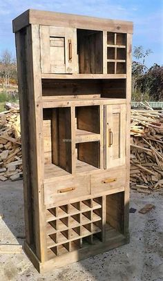 recycled wooden pallet closet