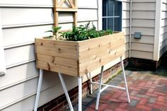 How to Build a Standing Planter Box for a Patio Learn how to make an elevated cedar planter box 36 Cedar Planter Box, Garden Planter Boxes, Patio Planters, Raised Planter, Backyard Patio, Box Garden, Planter Ideas, Flower Planters, Backyard Landscaping