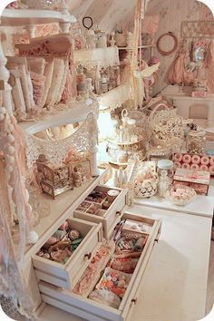 This is the most beautiful craft room I've ever seen...shabby chic....* Schlaflos in NRW *: Howdy!!