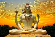 Lord Shiva - 10 Things Lord Shiva Teaches You About Your Health. Divine form of Lord Shiva is always awe inspiring and comforting to look at. Looking at the benign and majestic form of the Lord, we gain confidence and Shiva Shambo, Lord Shiva Statue, Lord Shiva Hd Wallpaper, Om Namah Shivaya, Lord Vishnu, Hindus, Lorde Shiva, Mantra, Lord Shiva Names