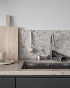 Choosing Your New Kitchen Countertops Kitchen Taps, Kitchen Countertops, New Kitchen, Kitchen Dining, Kitchen Decor, Awesome Kitchen, Interior Design Kitchen, Home Design, Cheap Backsplash Tile