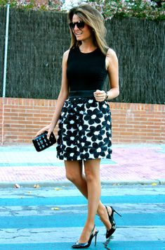 Fashion and Style Blog / Blog de Moda . Post: Oh My Looks skirt : Flowers / Falda Oh My Looks : Flores .More pictures on/ Más fotos en : http://www.ohmylooks.com/?p=23538 .Llevo/I wear: Skirt/ Falda : OhMyLooks Shop (info@ohmylooks.com) ; Bracelet / Pulsera : Chance collection by Coolook & OhMyLooks ; Clutch / Bolso : Fahoma (old) ; Sunglasses / Gafas de sol : Mango ; Shoes / Zapatos : Zara (old)