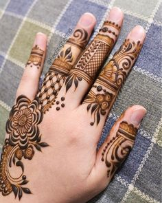 Arabic mehndi designs are highly popular and stunning one throughout the globe. Ladies are much inclined towards the mehndi designs that make them look different from others. Henna Flower Designs, Mehndi Designs Finger, Pretty Henna Designs, Palm Mehndi Design, Modern Henna Designs, Basic Mehndi Designs, Latest Bridal Mehndi Designs, Mehndi Designs For Beginners, Mehndi Designs For Girls