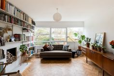 Architect: Eric Lyons Parkleys Richmond Upon Thames Mid Century Modern Living Room, Mid Century House, 1960s House Renovation, Townhouse Interior, Interior Design Boards, Interior Ideas, Flat Interior, House Inside, Moving House