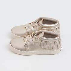 @jessicascole @lesawilliams like those adorable baby moccasins, but in Avery size!!