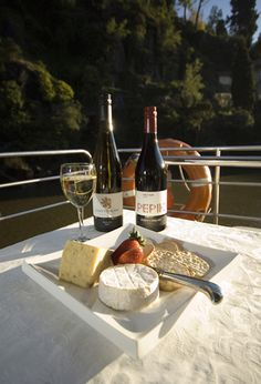 Tasmania's best dining cruise experience featuring Tamar Valley Wine and Tasmanian Cheese cruising the Cataract Gorge and Tamar River from Launceston
