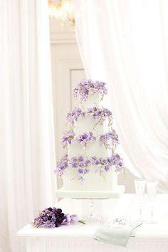Sweet pea wedding cake