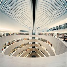 Library of the Raoul Wallenberg Institut at the University of Zurich, Switzerland by architect Santiago Calatrava / photographed by Benjamin Antony Monn Library Architecture, Gothic Architecture, Contemporary Architecture, Amazing Architecture, Interior Architecture, Organic Architecture, Interior Design, Santiago Calatrava, Suiza Zurich