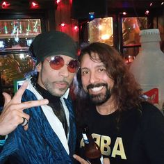 Prince with David Grohl. Purple Rain Movie, Prince Purple Rain, Prince Images, Pictures Of Prince, The Artist Prince, Most Beautiful Man, Beautiful Roses, Paisley Park, I Have A Crush