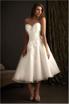 """$150.89, [Short Wedding Dresses] Tulle Weddings Gowns Fall V Neck Plunging Back Fluffy Sassy """"A Purple Pallette Stunning Wedding Dress, Low-priced Bridal Gowns"""" Bridal Strapless Mature Teacup Without Sleeves Organza Ruching Empire Waist Weddings Gowns Sundress Fashion Forward Plunging Back Embroidered Babydoll Short Sweetheart Neckline."""
