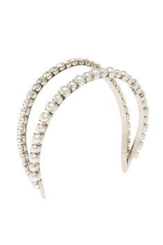 Y para sentirte princesa por un día, nada mejor que esta diadema de Miu Miu que recuerda una tiara.