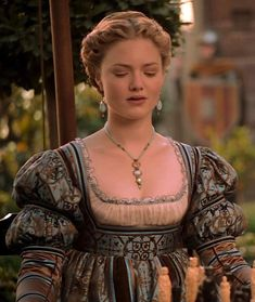 Holliday Grainger as Lucrezia Borgia in The Borgias Italian Renaissance Dress, Renaissance Mode, Renaissance Fashion, Los Borgia, Lucrezia Borgia, Historical Costume, Historical Clothing, Die Borgias, Italian Hair