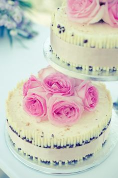 I love the idea of wrapping ribbons around cakes