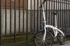 Hoy dándonos una vuelta por León nos hemos encontrado con una bicileta tipo jirafa… #commuter #ride #cycling #bike #leonesp #cyclocultura #bicicleta