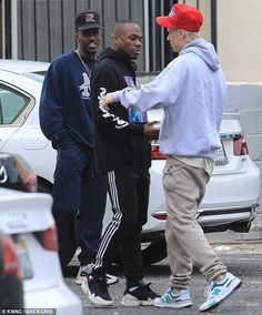 His regular trips to the dance studio have made fans wonder if a tour is around the corner. And Justin Bieber seemed like he was happy to be at the West Hollywood rehearsal space on Wednesday. Justin Bieber Outfits, Justin Bieber Style, Mackenzie Ziegler, Belly Dance Costumes, Boy Shoes, Street Style Summer, Dance Studio, West Hollywood, Friends