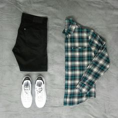 Jeans H&M, shirt Pull & Bear, Adidas Stan Smith