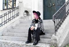 look-cape-hahnentritt-dandy-inspiration-outfit-fashionblogger-modeblogger-pinkhair-pastelhair-monochrom-streetstyle-nachgesternistvormorgen-trend-flare-schlaghose-222