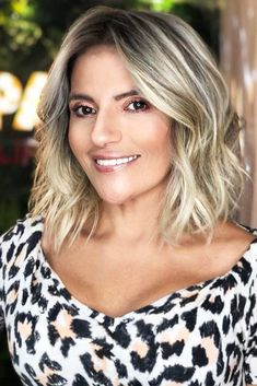 Messy Blonde Bob with Lowlights - 60 Best Short Bob Haircuts and Hairstyles for Women in 2019 - The Trending Hairstyle Choppy Bob Hairstyles, Hairstyles Over 50, Short Bob Haircuts, Trending Hairstyles, Short Hairstyles For Women, Cool Hairstyles, Blonde Hairstyles, Thin Blonde Hair, Messy Blonde Bob