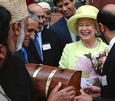 The Queen visits a mosque in Scunthorpe, north Lincolnshire, as part of her Golden Jubilee tour of Britain, July 2002.© Press Association