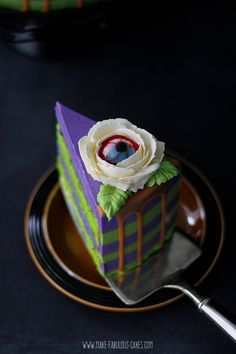Halloween Eyeball Flower Cake Spooky Halloween cake decorated with buttercream stripes and drippy ganache on the sides and topped with edible eyeball buttercream flowers. Spooky Halloween Cakes, Halloween Eyeballs, Halloween Baking, Halloween Cupcakes, Halloween Party, Halloween Stuff, Cheap Clean Eating, Clean Eating Snacks, Fall Cakes