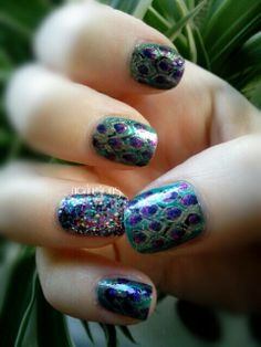 Peacock nails! #nails#notd #nailart#nailpolish#nails2inspire#thenailartstory#craftyfingers#nailbling#lovemanicure#instafashion#amazing_pretty#prettynails#nailartwow#diynailart#naillove#nailitmag#nailartobsessed#nailaddict#ignails#nailswag#nailjunkie#nailartoohlala#nailbling#weloveyournailart#nailpromote #glamorouspumps#iinailsart #peacocknails