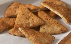 Snack: Moroccan Pita Crisps (150 calories/ serving) Epicure Recipes, New Recipes, Recipies, Curry Seasoning, Madras Curry, Baked Rolls, Lean Meals, Nutritious Snacks, Vegan Vegetarian