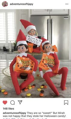 Elf on the Shelf Ideas for Kids With Messages Which Kids Are Gonna Love - Hike n Dip - - Here are over 70 Elf on the Shelf Ideas for Kids. These funny Elf on the Shelf ideas with notes will surely be a fun thing to do with kids for Christmas. Christmas Elf, All Things Christmas, Christmas Ideas, Christmas Decorations, Woody Und Buzz, Awesome Elf On The Shelf Ideas, Elf Auf Dem Regal, Elf Magic, Elf On The Self