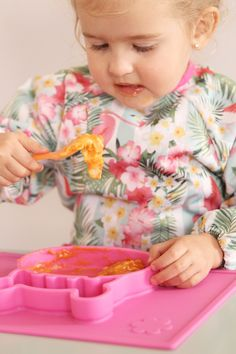Grippo 2-in-1 Silicone Placemat and Plate in Pink Messy Play, Wet Wipe, Baby Led Weaning, Baby Safe, Baby Online, Happy Baby, Free Baby Stuff, Having A Baby, Happy Family