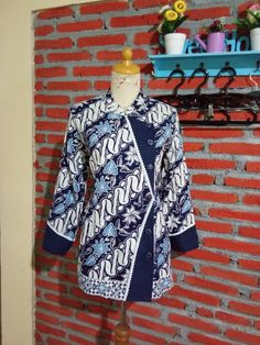 Batik Blazer, Blouse Batik, Model Dress Batik, Batik Dress, African Dresses For Women, African Fashion Dresses, Traditional Fashion, Traditional Dresses, Batik Muslim