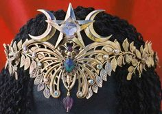 """bombaymelezi: """"Heartsongs by Ishani. http://www.heartsongs-crystal-wands-crowns.com/nature_floral_crowns_tiaras.htm """""""