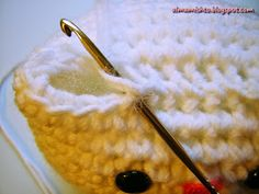Alma Mishto de Cora King: Gato Mishto Website, King, Knitted Animals, Gatos, Embroidered Roses, Wool Yarn, Amigurumi Patterns, Crocheting, Manualidades
