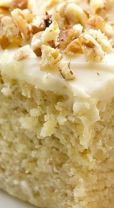 Banana cake with cream cheese frosting is irresistible with its dense banana cake and sweet icing. Banana cake with cream cheese frosting is irresistible with its dense banana cake and sweet icing. Frosting Recipes, Cake Recipes, Dessert Recipes, Spice Cake Mix Recipes, Picnic Recipes, Food Cakes, Cupcake Cakes, Cupcakes, Rose Cupcake