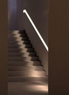070 system For m Viabizzuno progettiamo la luce Hidden Lighting, Stair Lighting, Linear Lighting, Interior Lighting, Modern Lighting, Lighting Design, Lighting System, Interior Stairs, Interior Exterior