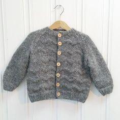 MINIS GULLIVERJAKKE Knitting For Kids, Knitting Projects, Baby Knitting, Nepal, Knit Crochet, Photo And Video, Sweaters, Minis, Instagram