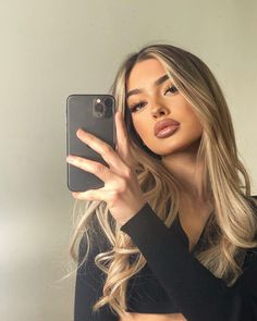 """𝗠𝗜𝗖𝗛𝗘𝗟𝗟𝗘 𝗠𝗘𝗡𝗗𝗘𝗦 🦋 on Instagram: """"Real girls are never perfect and perfect girls are never real 🤍"""" Hair Inspo, Hair Inspiration, Blonde Hair Looks, Sand Blonde Hair, Beige Blonde Hair Color, Beige Blonde Balayage, Aesthetic Hair, Hair Highlights, Natural Blonde Highlights"""