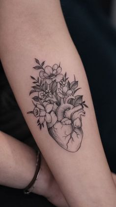Heart Flower Tattoo, Flower Tattoo Shoulder, Flower Tattoos, Butterfly Wrist Tattoo, Real Heart Tattoos, Human Heart Tattoo, Mini Tattoos, Body Art Tattoos, Small Tattoos