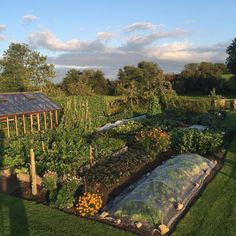 During the last few years potager gardens are currently extremely popular for garden work design world. Many individuals wonder how to design one particular potager garden ideas Potager Garden, Veg Garden, Vegetable Garden Design, Garden Cottage, Edible Garden, Garden Landscaping, Home And Garden, Vegetable Gardening, Fairytale Cottage
