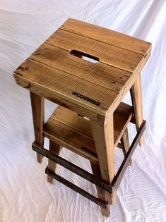 Home Design Ideas Pallet Bar Stools, Pallet Stool, Cool Bar Stools, Pallet Crates, Wooden Pallets, Loft Furniture, Pallet Furniture, Furniture Projects, Reclaimed Wood Projects