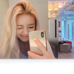Image about girl in kpop selca by sofita ♡ on We Heart It Kpop Girl Groups, Korean Girl Groups, Kpop Girls, Anime Girls, Uzzlang Girl, New Girl, Programa Musical, Girls Mirror, K Idols